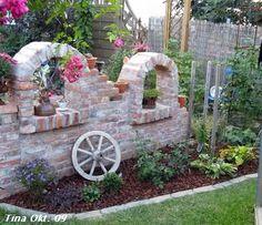 Exterior DIY red brick decorations – Ideas for a dream garden – Garden Projects Most Beautiful Gardens, Unique Gardens, Gnome Garden, Garden Art, Patio Pergola, Walled Garden, Red Bricks, Garden Structures, Dream Garden