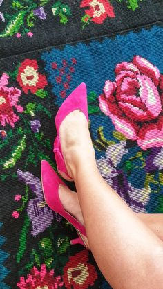 Such a joy! Vintage handwoven rug with amazing flowers. Handwoven carpet made in Romania Vintage Rugs, Vintage Items, Romantic Roses, Wool Carpet, Amazing Flowers, Pattern Making, Handmade Rugs, Romania, Carpets