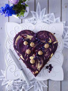 Zeigen Sie Ihre Zuneigung kulinarisch - Valentistag-Rezepte wie  I-love-you-Kekse, Herz-Muffins und zuckersüße Petit fours helfen dabei und sind liebevolle Leckereien, über die sich jeder freut.