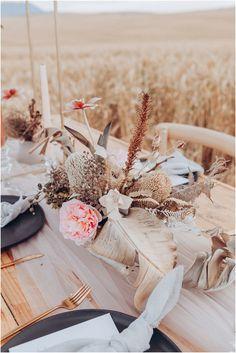 Boheemse Trou-Inspirasie in 'n Koringland - Mooi Troues Wedding Decorations On A Budget, Table Decorations, Wedding Table, Rustic Wedding, Models Makeup, Boho Decor, Modern Decor, Romantic, Inspiration