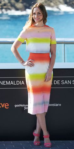 Emily Blunt lit up the Sicario photocall during the San Sebastian Film Festival in sunny-striped Jonathan Saunders separates, complete with Jennifer Meyer jewelry and pink Jimmy Choo sandals.