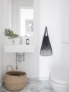 Sekskantede gulvfliser på badeværelse. Fin artikel på chrichridk!