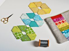 Did you all have a nice weekend? I had a great time catching up with one of my closest friends, golfing with my husband, and sitting in the. Hexagon Patchwork, Hexagon Quilt, English Paper Piecing, Quilting Tips, Quilting Tutorials, Paper Piecing Patterns, Quilt Patterns, Millefiori Quilts, Recycling