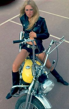 Brigitte Bardot posing on a yellow Harley-Davidson chopper built by Maurice Combalbert. Bridgitte Bardot, Lady Biker, Biker Girl, Film Emmanuelle, Harley Davidson News, French Actress, Biker Chick, Look At You, Belle Photo