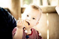 Diversificarea alimentației sugarului - principiile OMS. Vârsta de începere, consistența alimentelor, valoarea nutritivă a laptelui matern.