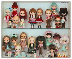 First collection pic of the year! The color palette of all the family this time is based on colors of new members Beatrice Vest, (I am just crazy about this doll!lol) and Simply Peppermint Patty Blythe Dolls, Barbie Dolls, Kawaii Doll, Doll Display, Hello Dolly, Collector Dolls, Anime Style, Doll Accessories, Paper Dolls