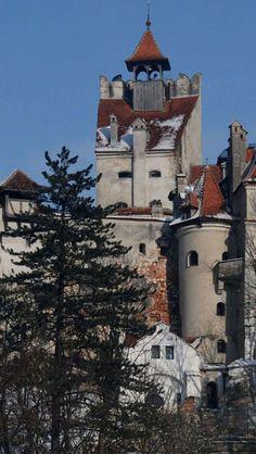 Bran Castle, Brasov, Romania Or Dracula Castle :) Castle Ruins, Medieval Castle, Beautiful Castles, Beautiful Places, Bulgaria, Places To Travel, Places To See, Dracula Castle, Brasov Romania