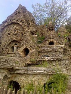 Die Cotswolds sind eine Region Englands, die mitunter auch als das Herz Englands bezeichnet wird. Es handelt sich um eine hügelige Landschaft, die von Südwesten nach Nordosten durch sechs Grafschaften verläuft.