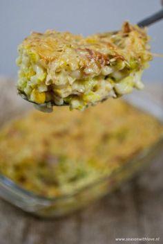 """Een heerlijke macaroni ovenschotel met ham en kaas. Een gezondere versie dan de bekende """"mac and cheese"""", vol met groenten."""