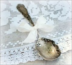 I collect pretty vintage silverware like this spoon. Vintage Pearls, Vintage Love, Vintage Silver, Vintage Items, Silver Spoons, Silver Cutlery, Zinn, Tea Party Decorations, Linens And Lace