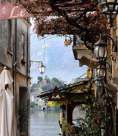 Restaurant by the lake in Orta San Giulio, Italy  (by nicoletta lindor )