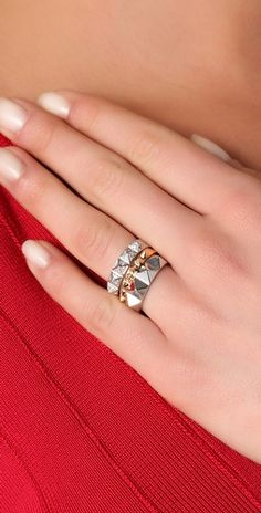 Stackable pyramid rings