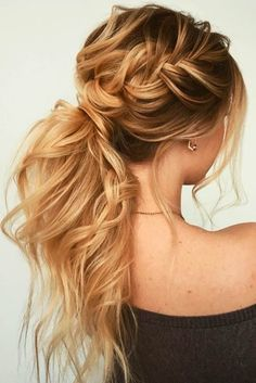 The reason why messy ponytail hairstyles are so popular is that they are very easy to achieve. The messy ponytail hairstyle can be upgraded, updated and modified to accommodate all facial shapes, hair texture and length, as well as any occasion. Easy Hairstyles, Wedding Hairstyles, Hairstyles 2018, Ponytail Hairstyles For Prom, Hairstyle Ideas, Ponytail Updo, Updos For Thin Hair, Messy Ponytail Tutorial, Twisted Ponytail
