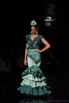 Traje de Flamenca - Loli-Vera - Simof-2015 Hand Embroidery, Granada, Beauty, Queens, Dresses, Style, Fashion, Victorian Dresses, Ruffles