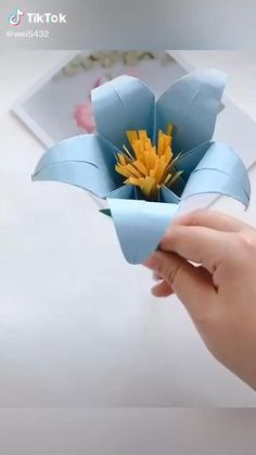 Paper Origami Flowers, Origami Lily, Origami Flowers Tutorial, Cute Origami, Easy Paper Flowers, Paper Crafts Origami, Easy Paper Crafts, Oragami, Origami Art