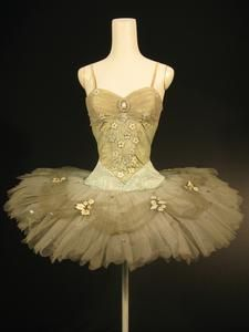 Tutu worn by Nadia Nerina as Cinderella in Act III of the Sadler's Wells Ballet production of 'Cinderella' (1948)