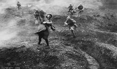 http://www.delitdimages.org/contre/ La France effondrée a appris que ce gouvernement sans âme a choisi le rappeur BlackM pour « animer » les commémorations officielles du centenaire de Verdun. Il est certain que ce choix va dans le sens du multiculturalisme...