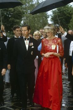 Princess Diana Was the Ultimate Royal Style Icon Prince Charles and Princess Diana Royal Tour of Canada Princess Diana Photos, Princess Diana Fashion, Princess Diana Family, Royal Princess, Princess Of Wales, Princess Style, Lady Diana Spencer, Charles And Diana, Prince Charles