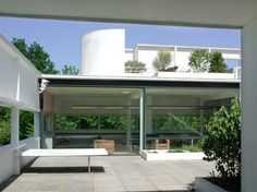 Villa Savoye Poissy by Le Corbusier    I love his creation of spaces.