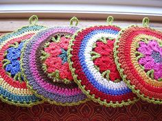 DiscDisc a 2sided crochet potholder pattern by ChickenBetty