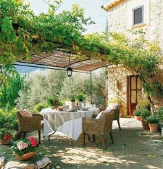 Al fresco. Dining outdoors. Terrace backyard. Exterior Decor and design. | The Good Hacienda | curated by Hilary