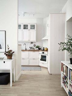 Kolme kotia - Three Homes   Kolme mielenkiintoisesti sisustettua kotia maailmalta.     Koti Ruotsissa - A Home in Sweden  Stadshem         ...