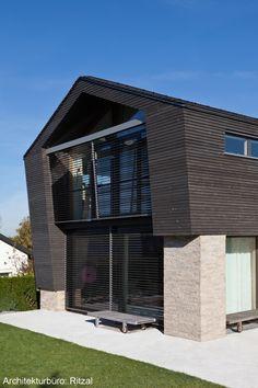 institut mit grauer massivholzfassade dura patina. Black Bedroom Furniture Sets. Home Design Ideas