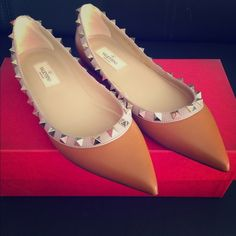 Valentino Rockstud leather flats Valentino rock stud leather flats. Brand new never worn size 5.5. Comes with box and dustbag, BRAND NEW SO PLEASE DO NOT LOWBALL, you will be blocked. Valentino Shoes Flats & Loafers