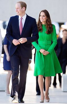Kate Middleton wears an emerald green Catherine Walker coat dress with a pair of nude pumps on her last stop of the Australia tour