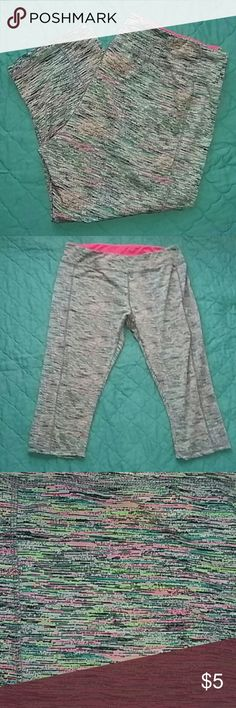 💍3 for $10 Workout Capris 2XL Work out capris Worn 3 or 4 times no signs of wear Pants Capris