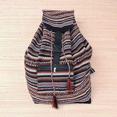 Simples estilosas... para você levar seus sonhos assim são as mochilas peruanas.  Mais informações pelo nosso whatsapp: 13928166299
