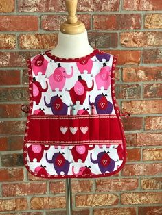 Valentine's toddler reversible crayon/cooking apron, Size 2T to 4T. Apron Patterns, Aprons, Valentines, Cooking, How To Wear, Ideas, Design, Fashion, Valentines Diy