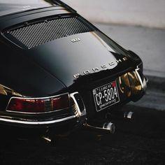 'Black Beauty' - Classic Porsche 911 - Rear End Porsche Classic, Bmw Classic Cars, Classic Motors, Porsche Logo, Porsche Autos, Porsche Macan, Porsche Carrera, Porsche 2020, Autos Bmw