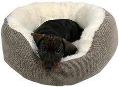 Trixie Yuma Hundeseng er en myk og deilig seng til en liten firbeint venn. Flott utformet med langhåret plysj og vevd trekk. Håndvaskes ved 30°C. Bean Bag Chair, Dogs, Animals, Furniture, Home Decor, Animales, Homemade Home Decor, Animaux, Pet Dogs