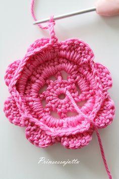 Tätä on toivottu paljon ja hartaasti, ja tässä se nyt tulee! Ohje suunnittelemaani kukkapussukkaan. Ohje sopii virkkauksen perusj... Princess Stories, Four Leaf Clover, Three Kids, Cosmetic Bag, Crochet Earrings, Pouch, Knitting, How To Make, Footprints