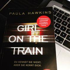 """Na das passt doch gut! Wir sitzen im Zug und schreiben fleißig an unserer #Rezension zu """"Girl on the Train"""" von Paula Hawkins! #Neuerscheinung #Buch #Bücher #PaulaHawkins #GirlontheTrain #Blog #Thalia #Thaliabuchhandlungen #Thaliablog"""