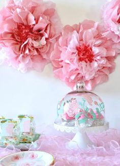 Plan a lovely floral baby shower with these girl baby shower ideas! Get the free cut files to create many of these baby shower decorations and get inspired. Baby Shower Games, Baby Shower Parties, Baby Party, Shower Party, Shower Favors, Shower Gifts, Corona Floral, Luxe Decor, Rustic Luxe