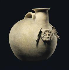 fabionardini:  A Canosan Pottery Askos Apulia, ca. 4th-early 3rd century B.C. (via pin de Juan Antonio Mañas)