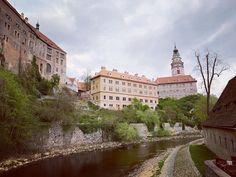 Nenapadá vás, kam si zajet udělat krásný výlet? A co české hrady? Ukážeme vám 30 nejkrásnějších hradů v ČR, které stojí za to navštívit. Mansions, House Styles, Instagram Posts, Luxury Houses, Palaces, Mansion, Mansion Houses, Villas