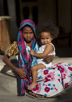 Kids in Lamu - Kenya • Lamu is a small town on Lamu Island, in kenya, near the Somalia border. Lamu town is also a UNESCO World Heritage Site as it was one of the original Swahili settlements along coastal East Africa. by Eric Lafforgue