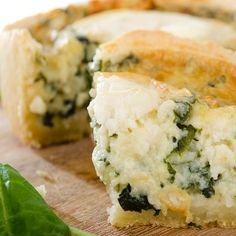 A fast and yummy recipe you can bring to your next tapas party. Quick Mini Spinach Quiche Bites Recipe from Grandmothers Kitchen. Goat Cheese Quiche, Spinach Quiche, Spinach And Feta, Frittata, Quiche Recipes, Appetizer Recipes, Appetizers, Egg Recipes, Frango Chicken