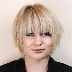 Beautiful and Textured Short Hair Short Hair Cuts For Round Faces, Round Face Haircuts, Short Hair Styles Easy, Haircuts With Bangs, Hairstyles For Round Faces, Medium Hair Styles, Layered Haircuts, Easy Hairstyles For Medium Hair, Short Bob Hairstyles