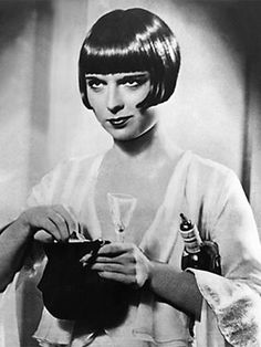 Short - Louise Brooks in 1929 - ICONIC hair!