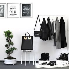Home Design Ideas - idee arredamento casa Wardrobe Closet, Closet Bedroom, Closet Space, White Wardrobe, Room Inspiration, Interior Inspiration, Minimalist Closet, Modern Minimalist, Minimalist Clothing