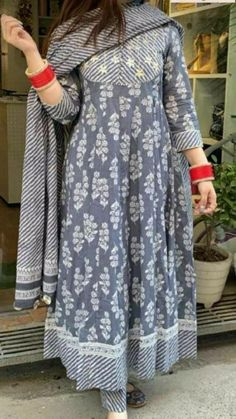 Simple Kurta Designs, Kurti Neck Designs, Kurta Designs Women, Kurti Designs Party Wear, Stylish Dress Designs, Designs For Dresses, Stylish Dresses, Salwar Designs, Modest Dresses