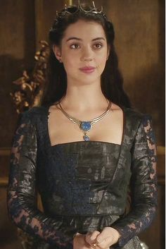 long may she reign. Reign Mary, Mary Queen Of Scots, Reign Fashion, Fashion Tv, Tudor Fashion, Reign Dresses, Royal Dresses, Blue Ball Gowns, Pink Gowns