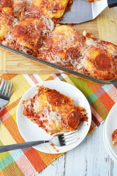 If you're looking for a quick and easy family friendly meal that your kids will ask for over and over again, then this pizza bake recipe is it. It only takes 10 minutes of prep for a simple dinner idea that you can usually make with ingredients you always have on hand. This one dish dinner is perfect for busy families when they don't have any plan for what to cook for dinner. #easydinneridea #familyfriendlyrecipe #recipe #pizza #pizzabake #pizzacasserole #pizzarecipe #pizzarecipes… One Dish Dinners, Dinners For Kids, Dinner Recipes For Kids, Kids Meals, Dinner Ideas, Weeknight Dinners, Meal Ideas, Food Ideas, Kids Cooking Recipes