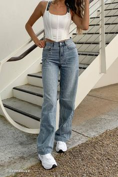 Finding a good pair of high waist denim jeans is such a struggle. Being petite and having a longer torso is such a pain, I always find it so hard to find high waisted jeans which come above my navel. Style Outfits, Mode Outfits, Cute Casual Outfits, Jean Outfits, Fashion Outfits, Girly Outfits, Fashion Weeks, Flare Jeans Outfit, Jeans Outfit Summer