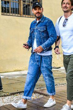 Big Men Fashion, Denim Fashion, Fashion Styles, Street Fashion, All Jeans, Women's Jeans, Mode Jeans, Classy Men, Denim Jacket Men