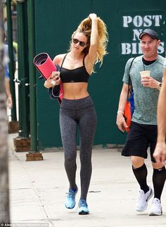 Candice Swanepoel bares midriff in sports bra and skintight leggings Workout Attire, Workout Wear, Legging Sport, Gym Style, Yoga Tops, Sport Motivation, Fitness Workouts, Looks Style, Skin Tight